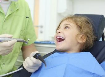 Trẻ em có nên niềng răng Invisalign không?